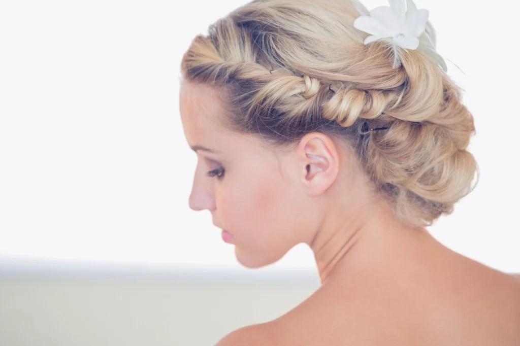 Acconciature sposa capelli medi  UnaDonna