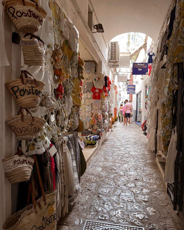 Shopping a Positano
