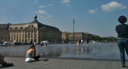 Place de la Bourse con i getti d'acqua