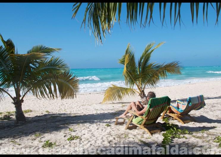 Relax sulla spiaggia ad Ouvea.