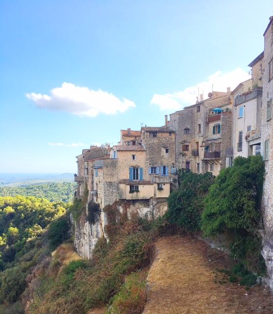 """Tourrettes-sur-Loup, il """"paese delle viole"""" in Provenza"""