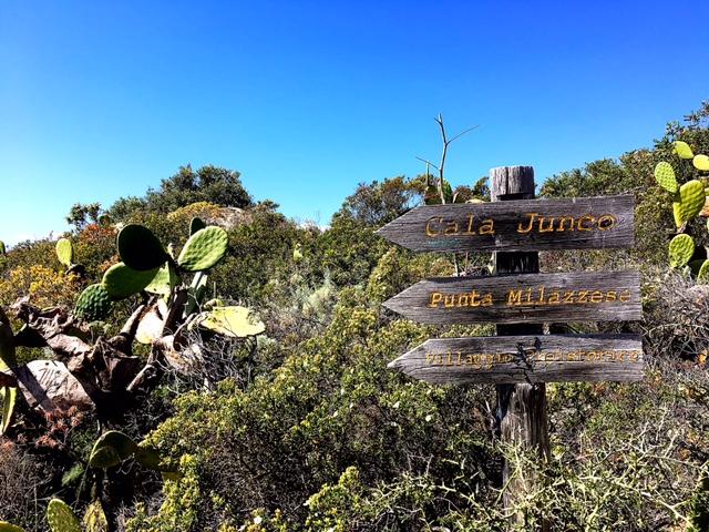 Indicazioni sul percorso verso Punta Milazzese e Cala Junco