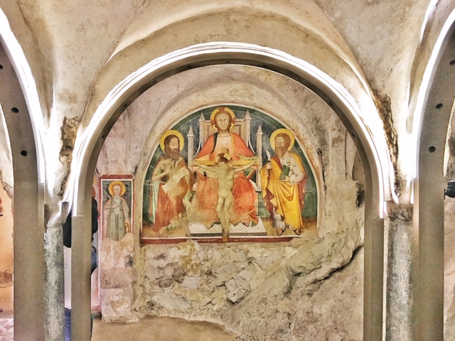 Affreschi cripta Santuario di Santa Maria del Monte