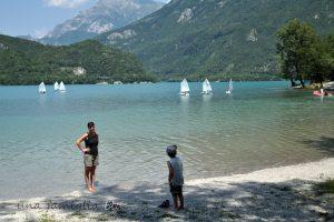 Lago di Cavazzo - una famiglia blu