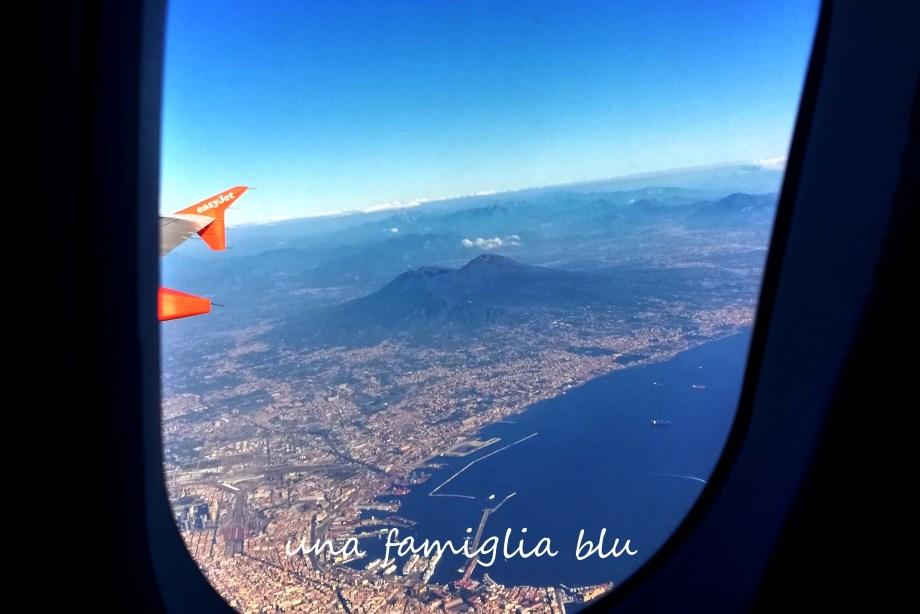vista di Napoli e Vesuvio dall'aereo