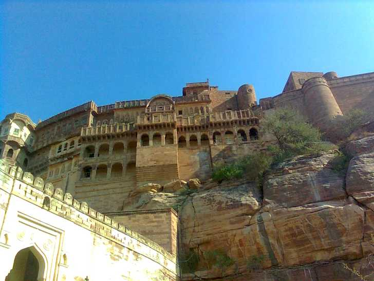 Which is the must see fort in Rajasthan?