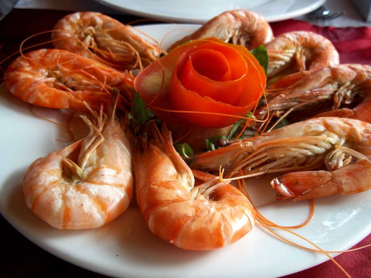 How is the food like on Halong Bay cruise in Vietnam?