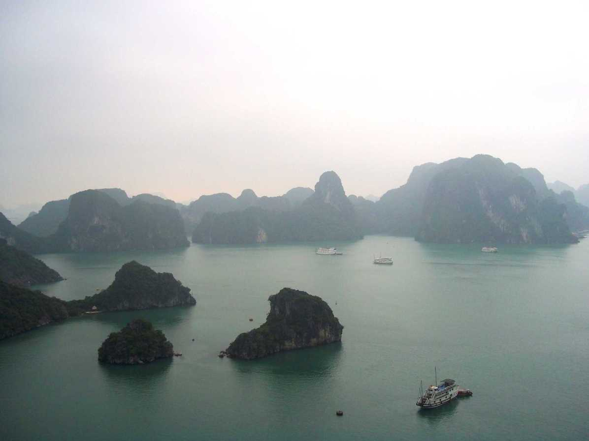 What are places to see in Halong Bay?