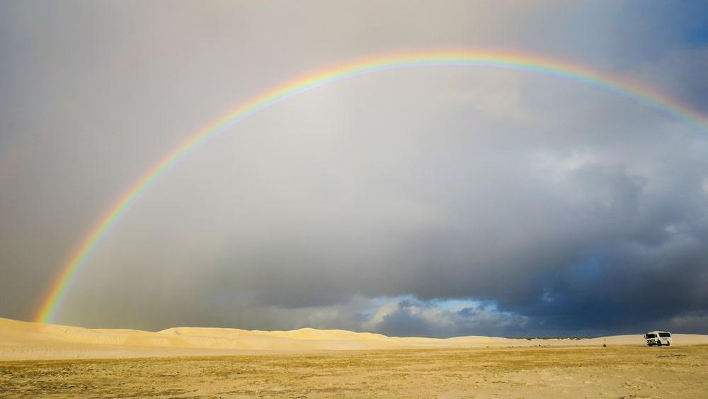 Arc-en-ciel sur les dunes de sable de Lancelin