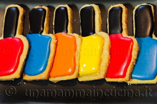 Ricetta biscotti pasta frolla delle Sorelle Simili a forma di smalto - unamammaincucina.it