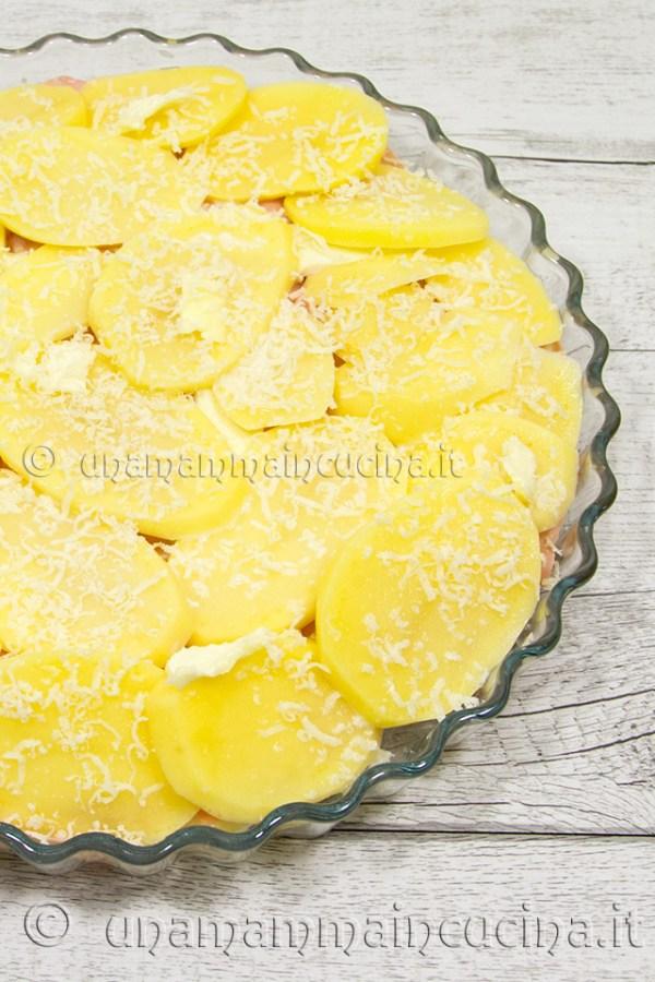 Pasticcio di patate al forno con mortadella e sottilette crudo - unamammaincucina.it