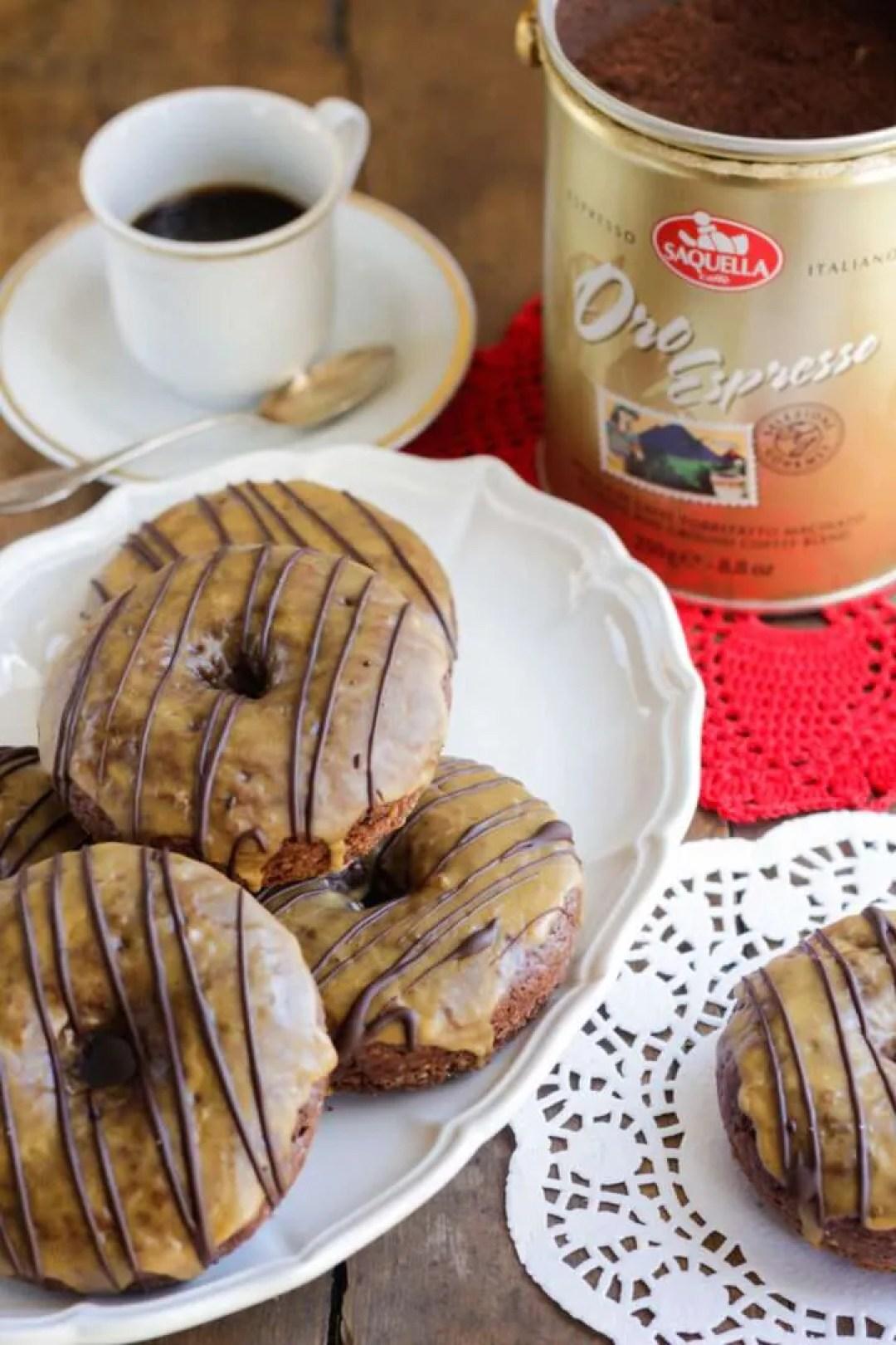 la ricetta dei donuts al cioccolato e caffè
