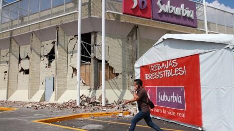70919575. México 19 Sep 2017 (Notimex- Francisco Estrada).-  La tienda de ropa Suburbia que se ubicada Acoxpa y Miramontes, presenta severos daños luego del sismo de 7.1 grados que sacudió hoy el territorio México.  NOTIMEX/FOTO/FRANCISCO ESTRADA/FEM/HUM/SISMO17