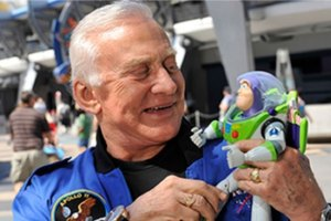 copiloto-Neil-Armstrong-Buzz-Lightyear-UNAMGlobal