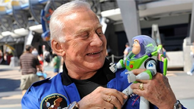 Buzz-Lightyear-copiloto-de-Neil-Armstrong1969-UNAMGlobal