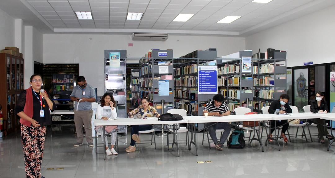 Docentes de antropología conversan sobre la integración del proceso de investigación
