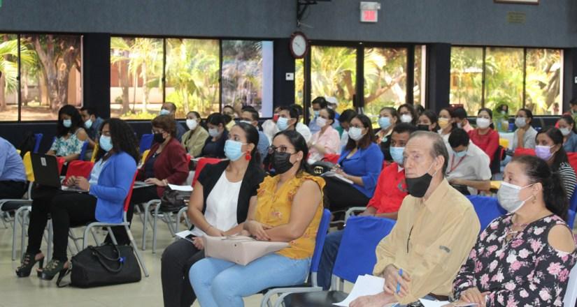 Participantes de las distintas instituciones durante el congreso.
