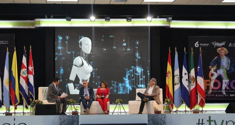 Conferencistas del Sexto Foro de Televisión Educativa y Tecnologías: Dr. Miquel Francéhs, Dra. Sandra Estela Velásquez y Dr. German Pérez Rodríguez.