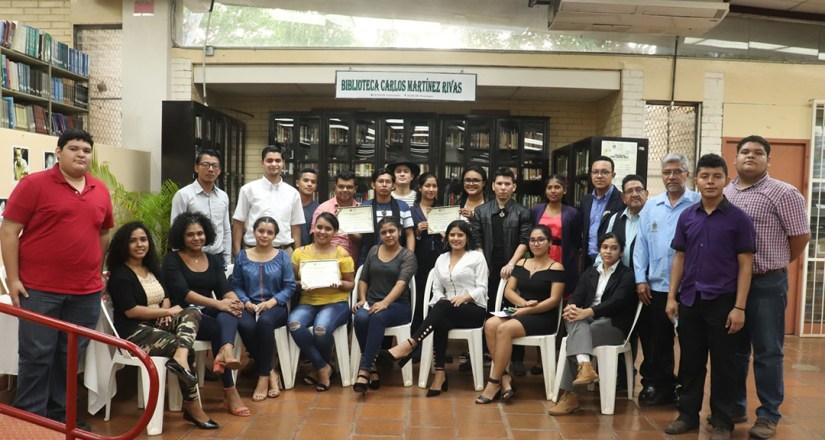 Participantes del Encuentro Interuniversitario de Poesía.