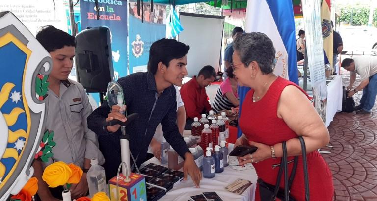 UNAN-Managua participa en feria regional de emprendedores