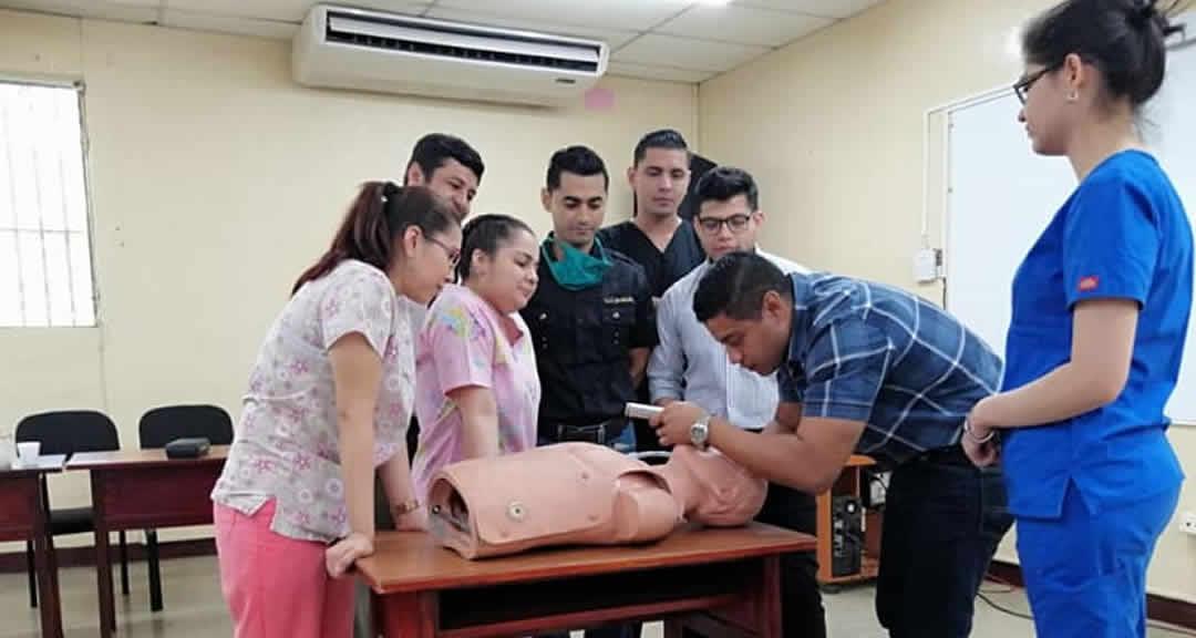 Imparten curso de intubación endotraqueal en la Facultad de Ciencias Médicas