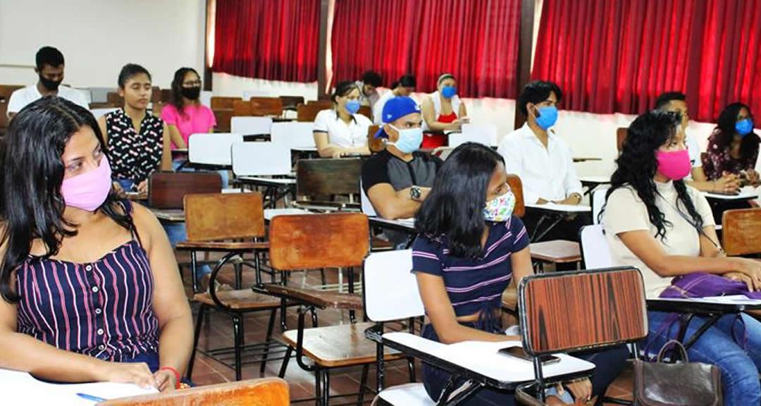 Universitarios con mejores competencias profesionales para posicionarse en el mercado laboral