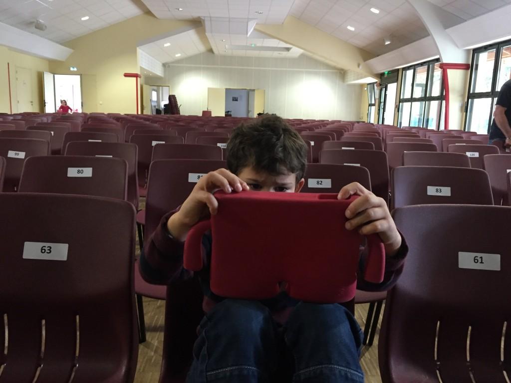 Aydan surveille les préparatifs