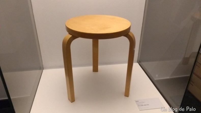 famosa banqueta de Alvar Aalto.