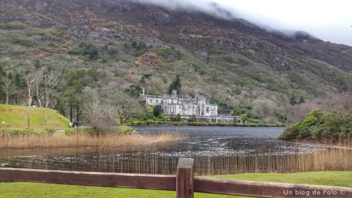 Kylemore Abbey vista desde el lago