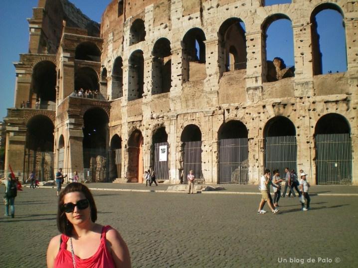 Palo en Roma delante del Coliseo