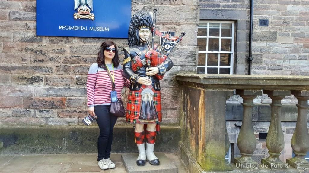 En lo alto del Castillo de Edimburgo encontré a este señor