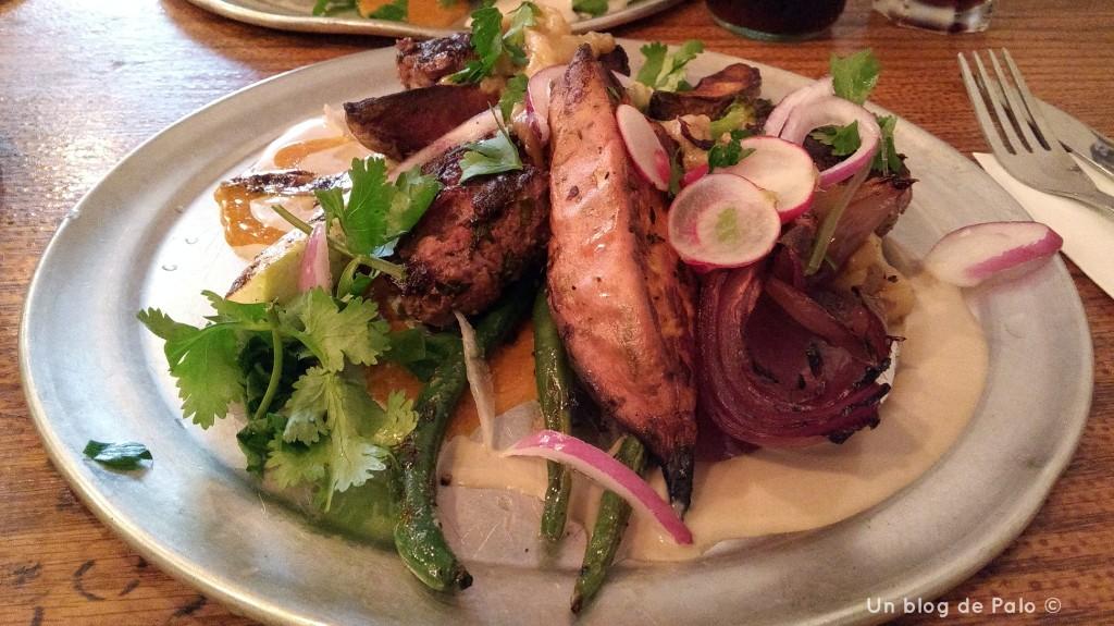 Plato con carne y verduras