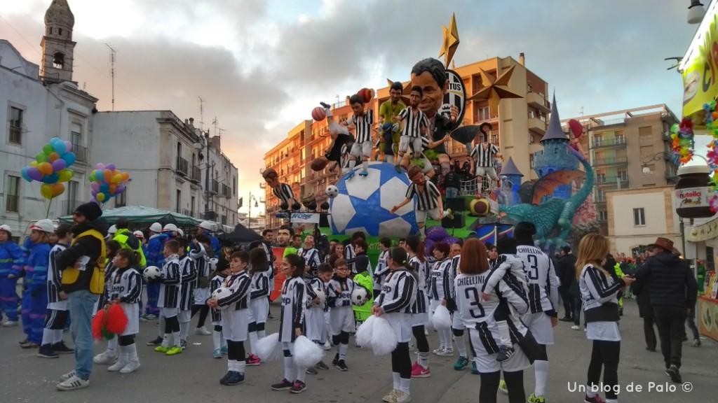 Carroza de la Juve en Puntignano Carnaval