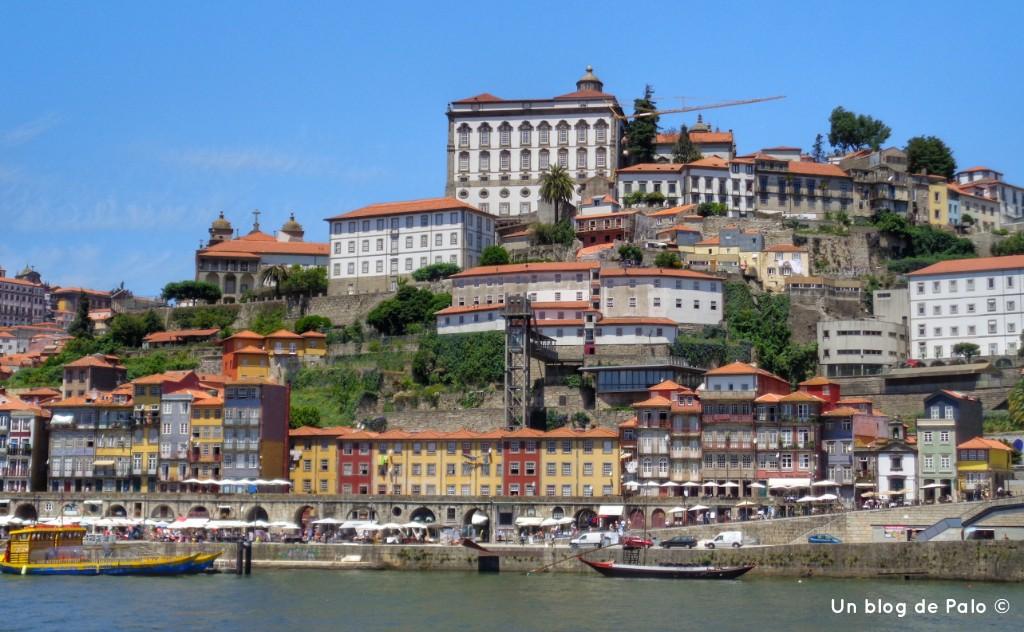 Vistas desde el río Duero en Oporto