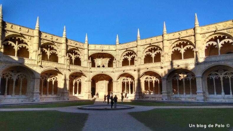 Interior del Monasterio de los Jerónimos en Lisboa