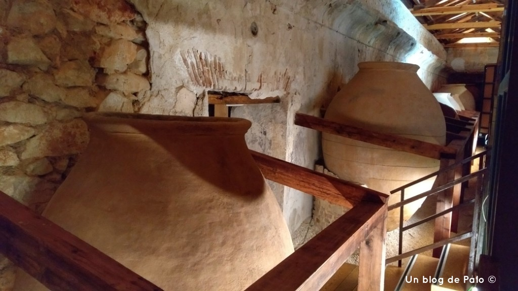 Antigua Bodega en uno de los laterales del palacio