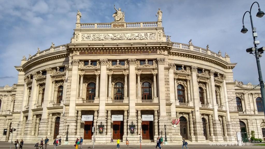 Teatros y edificios no faltan en Viena