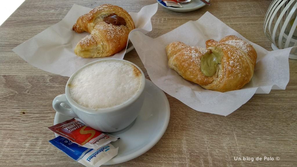 """desayuno muy siciliano con los """"cornetto"""" rellenos de pistacho y nutella"""