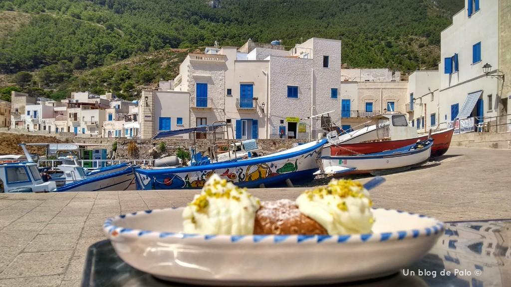 Comer en Sicilia il Cannolo