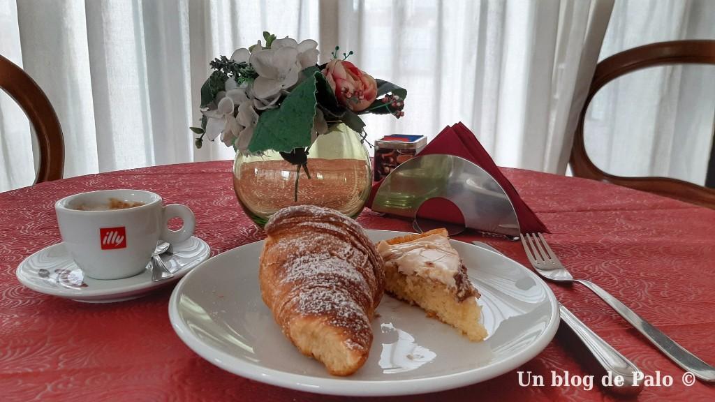 Desayuno en hotel Pompeya en Nápoles