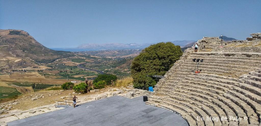 Vistas desde el Teatro de Segesta
