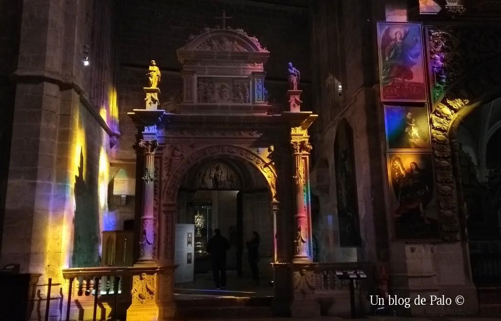 Juego de luces en el interior de la catedral de Palma