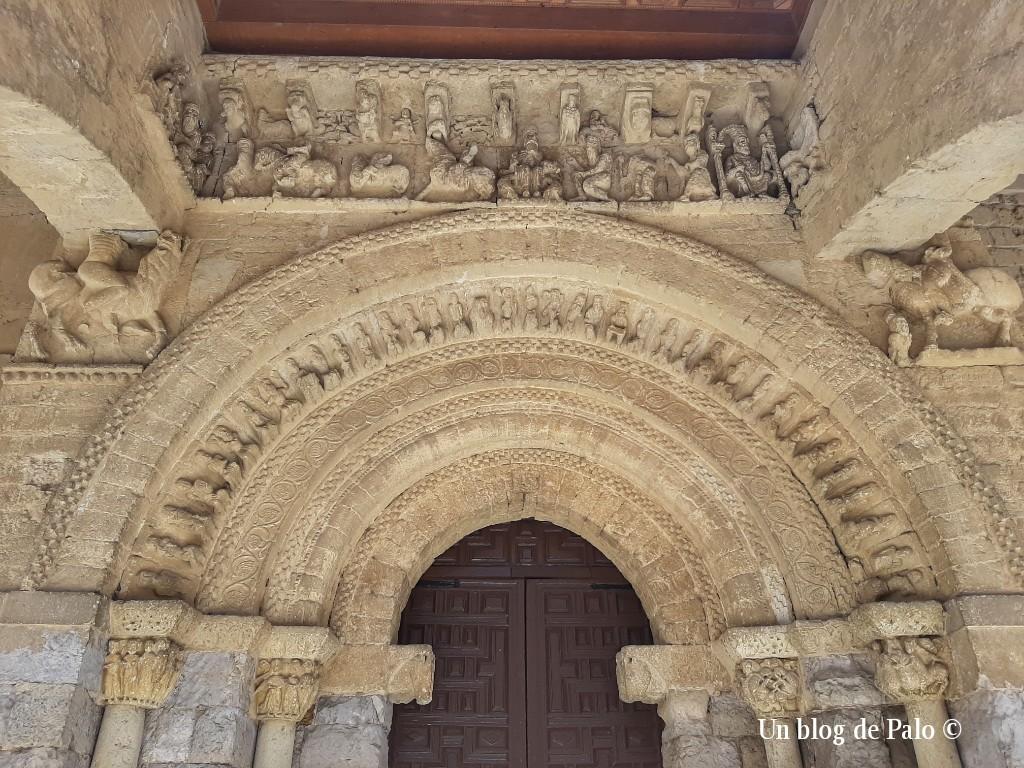 Portada románica de Santa María