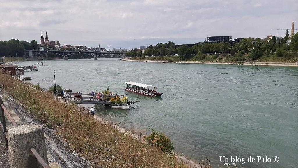 La barca tradicional para pasar el Rin