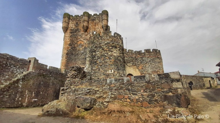 Vista exterior del Castillo de Monleón