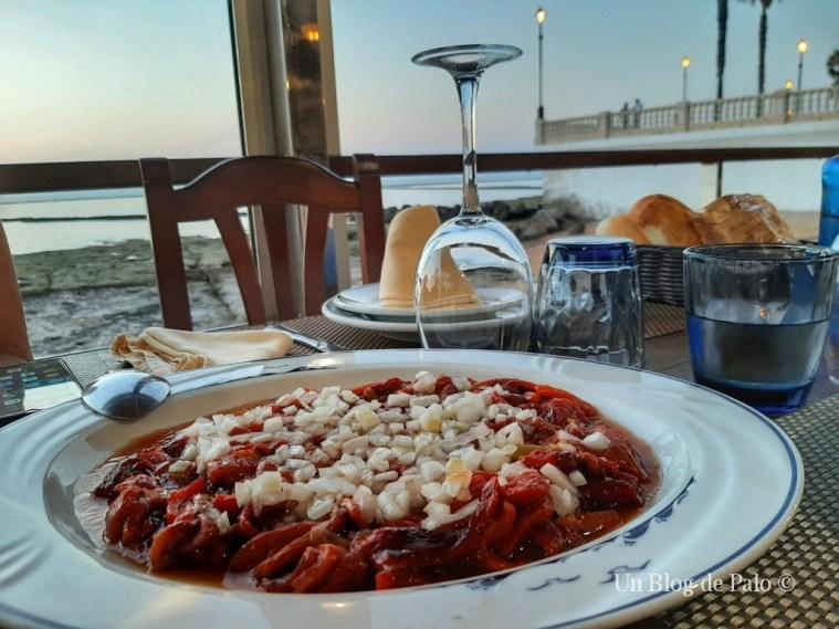 Comer con vistas al mar...