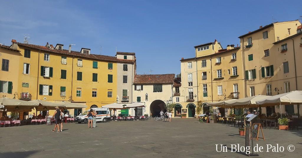 Piazza Anfiteatro en Lucca