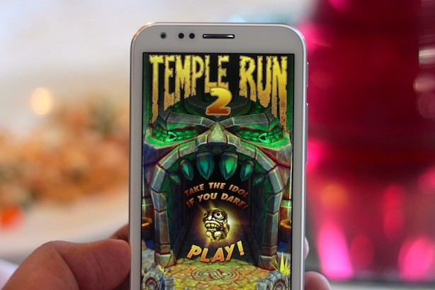 You can play Temple Run 2 on HIGH graphics on the Padfone 2 and it looks stunning. No lag or delays too.