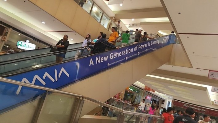 Cherry Mobile MAIA being teased at Malls (Photo courtesy of HUNGRYGEEKS.PH)