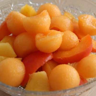 melon pêche abricot dans coupelle